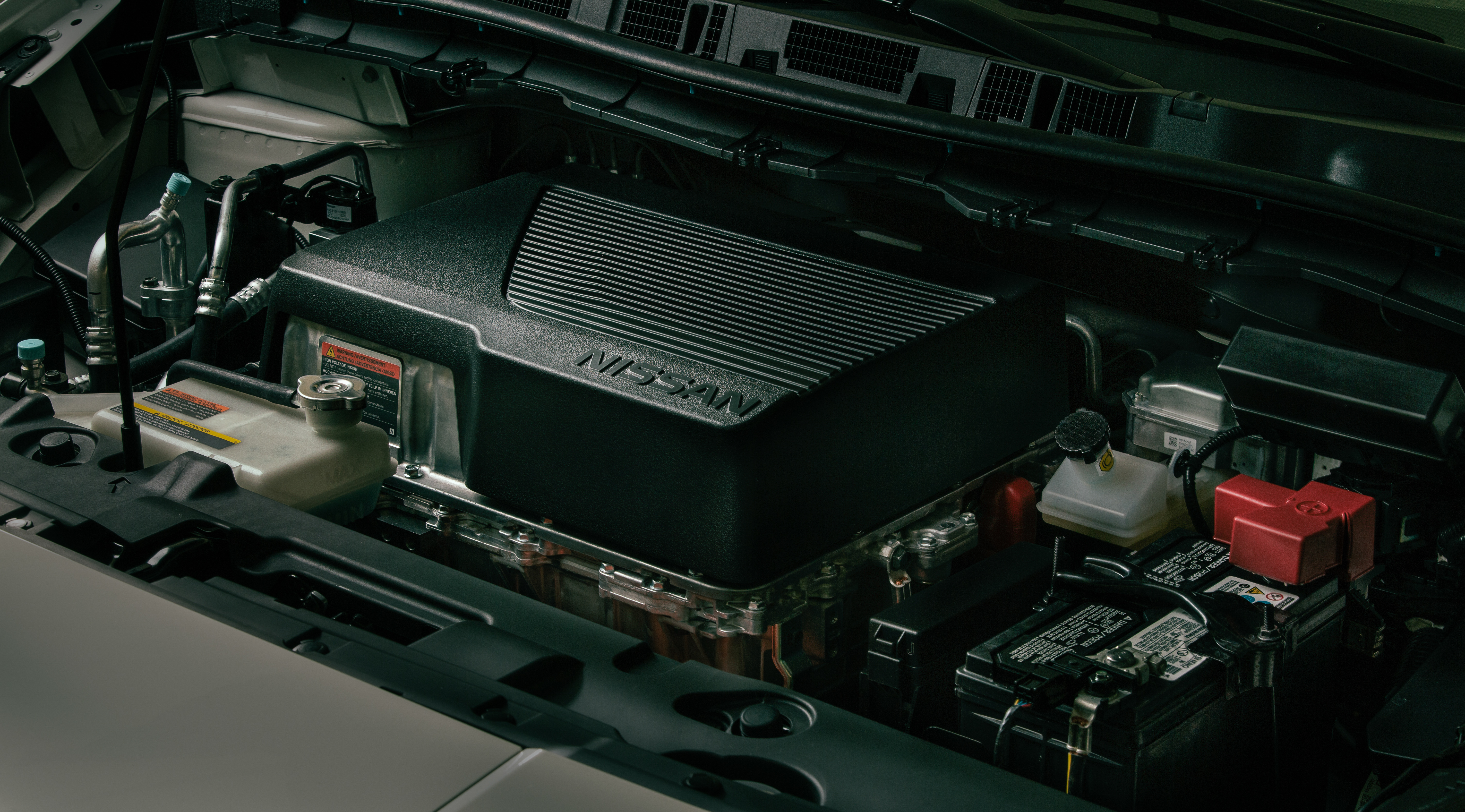 Nissan LEAF battery and components