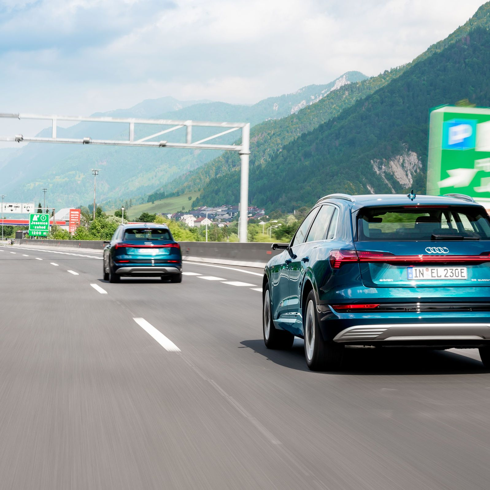 Audi e-tron highway driving