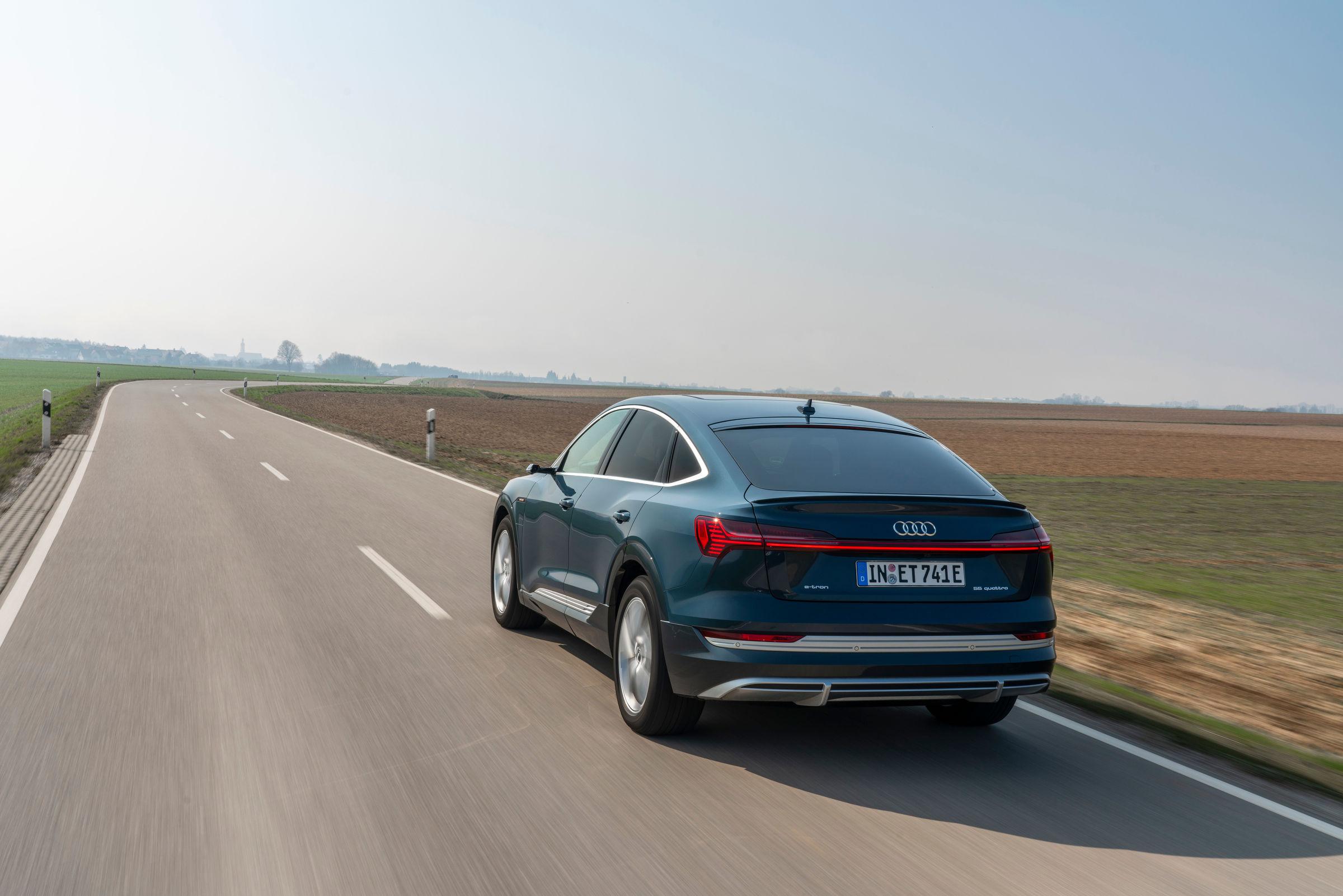 Audi e-tron Sportback driving