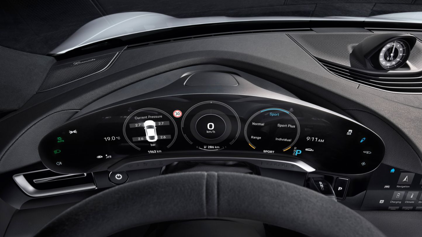 Porsche Taycan HUD