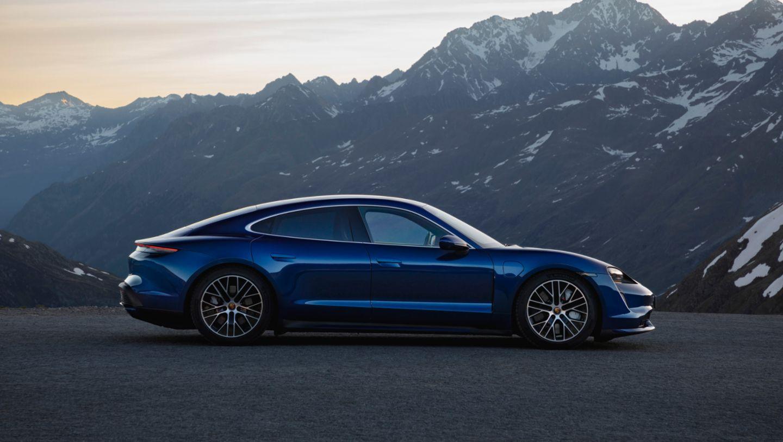 Porsche Taycan in blue side view