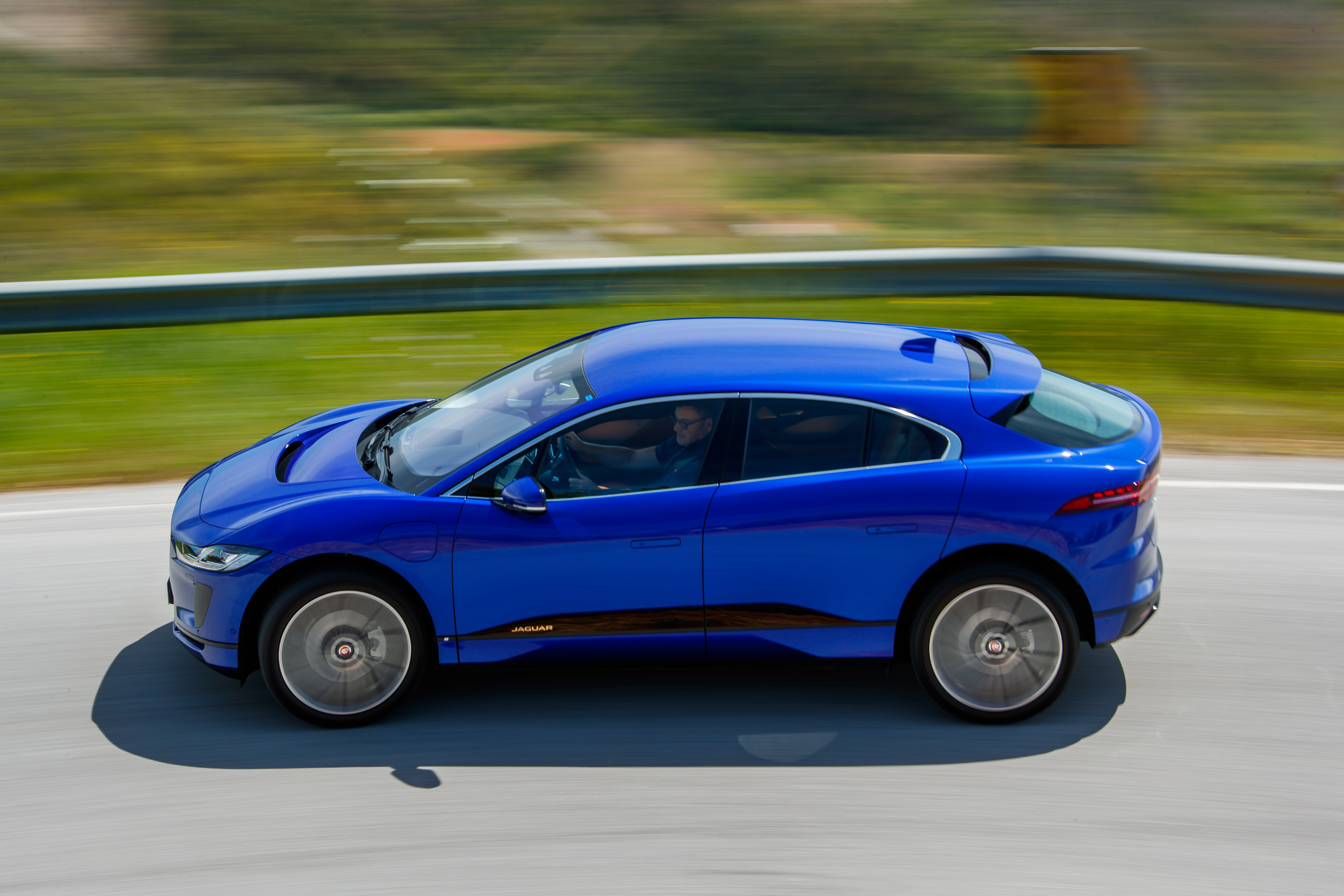 Jaguar I-PACE profile